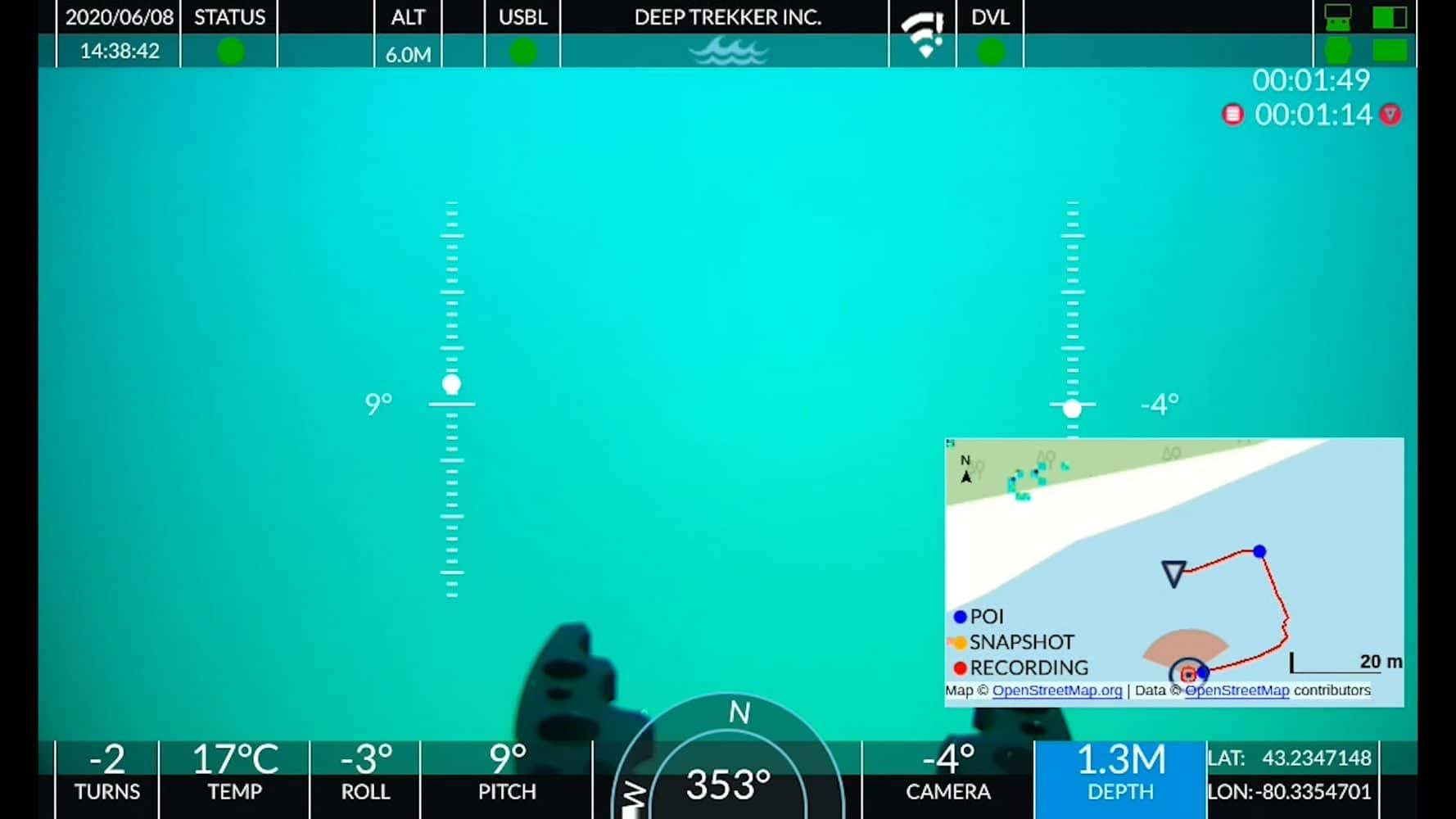 Positionering Het SeaTrac Ultra Short Baseline Locating-systeem (USBL) geeft de relatieve positie van de ROV weer. Waypoints kunnen tijdens werkzaamheden worden voorgeprogrammeerd. Soms zijn de omstandigheden onoverzichtelijk waardoor het belangrijk is om te weten waar de ROV zich bevindt. Zonder de mogelijkheid om GPS onder water te gebruiken, vertrouwen ROV's op het gebruik van geluidstechnologie voor navigatie en lokalisatie. Snel en effectief nauwkeurige resultaten Een vergunning of ontheffing is (meestal) niet nodig voor deze vorm van inspectie. De onderwaterdrone is direct inzetbaar en levert nauwkeurige resultaten af. Zet de ROV in voor onder en bovenwaterinspectie conform NEN2767-4, CUR117:2020 of NEN13508-2 van oeverconstructies, (binnenstedelijke) kademuren, bouwputten, sifons, duikers, gemalen, in- en uitlaatwerken en watertanks. Ervaar de meerwaarde bij het checken van scheepsrompen, schroeven en blusvoorzieningen.