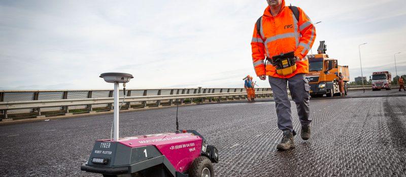 RPS-artikel-robot-plotter-uitzetten-stuurlijnen-wegmarkeringen-a15
