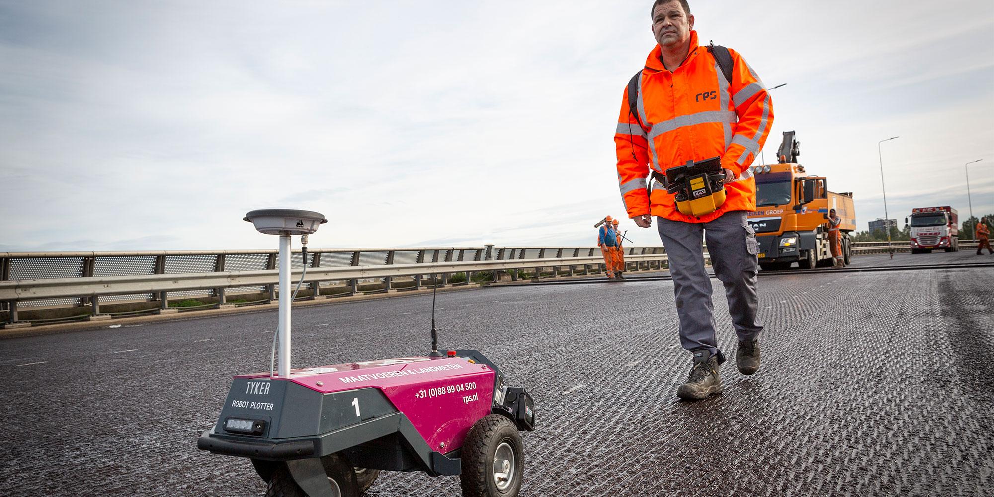 Robots voor uitzetten wegmarkeringen